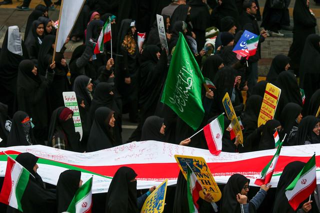 مردم در هر شرایطی وفادار به انقلاب و آرمانهای آن هستند