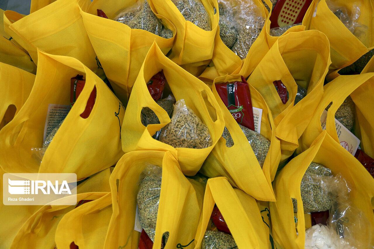 ۲۵۰۰ سبد غذایی بین مددجویان بهزیستی سبزوار توزیع شد